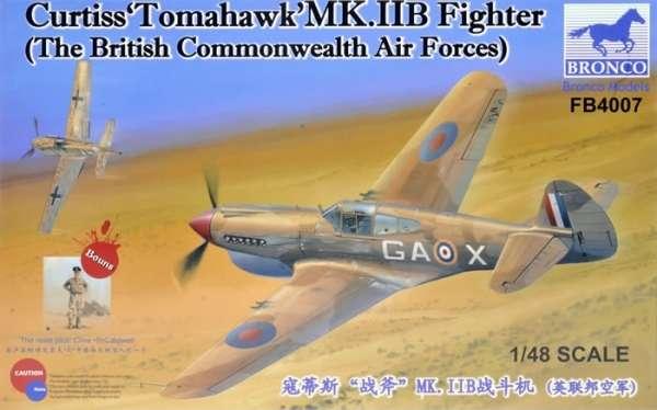 Myśliwiec Curtiss Tomahawk Mk.IIB w barwach brytyjskiego Raf-u, plastikowy model do sklejania Bronco FB4007 w skali 1:48